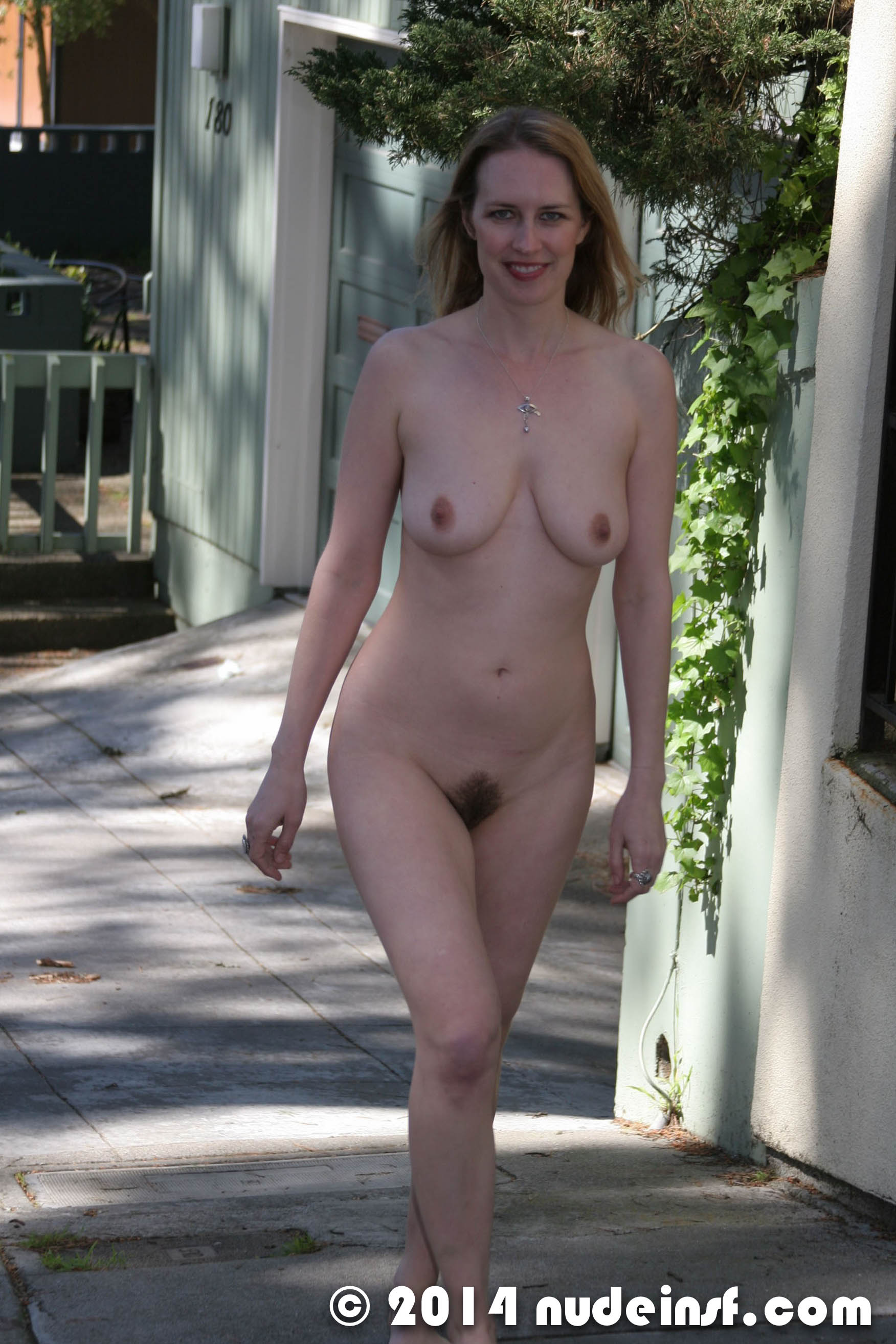fully naked girls in public