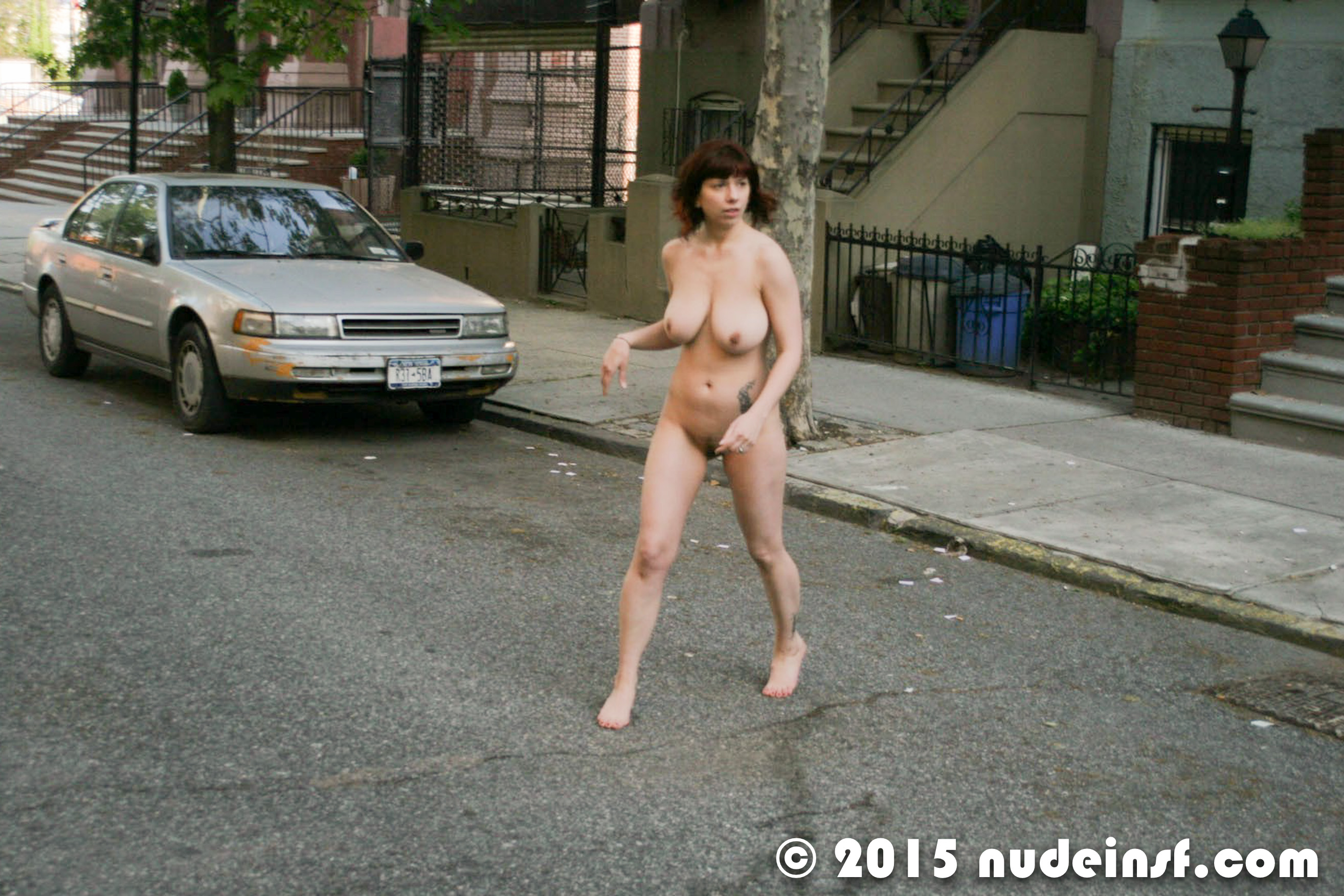 woman-fully-naked-girl-walks-around-then-fcuked